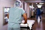 Женатый мужчина в больнице узнал, что он — женщина