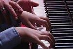 Учительницу музыки в Петербурге уволили из-за сексуальной ориентации