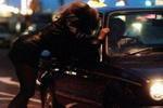 Полицейский, находясь на службе, занялся сексом с тремя проститутками
