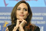 Анжелина Джоли 16 лет назад написала пророческий сценарий о женщине, которой пришлось удалить грудь