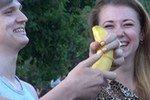 Неопытные киевлянки постигают азы секса на бананах