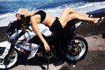 Алика Смехова сделала сексуальные фото, не слезая с байка