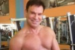 59-летний Ефим Шифрин сразил поклонников своим телом в одних плавках
